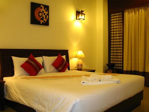 A bed or beds in a room at Wannara Hotel Hua Hin
