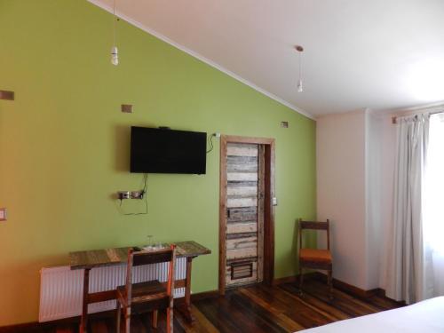 Телевизор и/или развлекательный центр в Aroma Verde Hotel