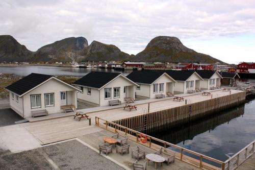 Vista generica sulle montagne o vista sulle montagne dall'interno del resort
