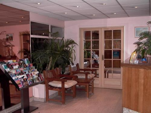 The lobby or reception area at Hôtel Jarry Confort