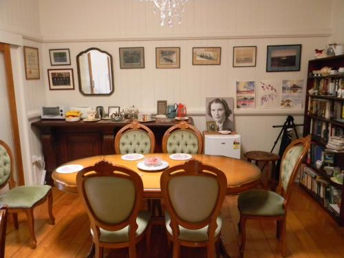 A restaurant or other place to eat at Glenellen Bed and Breakfast