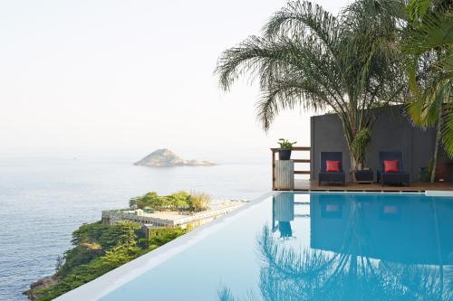 Bazén v ubytování La Suite by Dussol nebo v jeho okolí