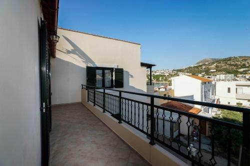 A balcony or terrace at Thalami Apartment
