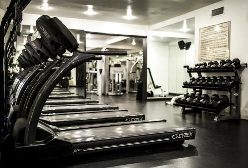The fitness center and/or fitness facilities at The Hollywood Roosevelt