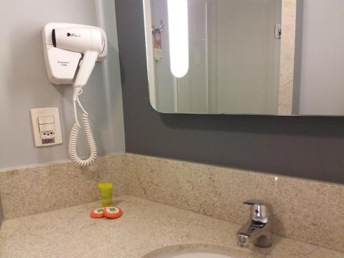 A bathroom at ibis Styles Porto Alegre Centro