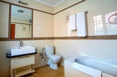 A bathroom at Hotel Adalbertus