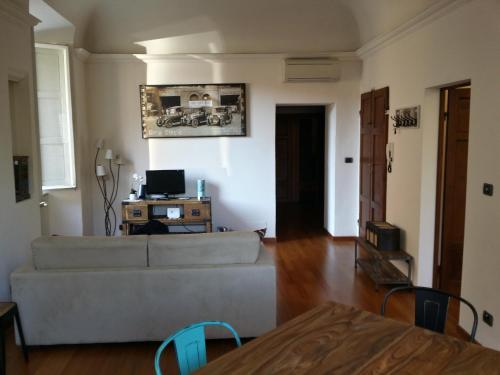 Телевизор и/или развлекательный центр в Inner City Pisa