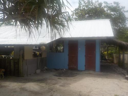 O edifício em que o camping se localiza