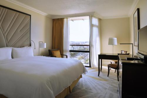 A bed or beds in a room at Lisbon Marriott Hotel