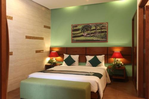 A bed or beds in a room at The Green Zhurga Suite