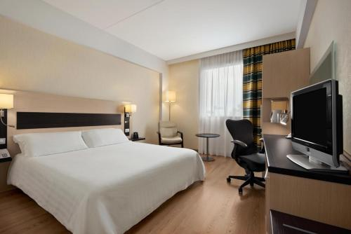 A bed or beds in a room at Hilton Garden Inn Rome Airport