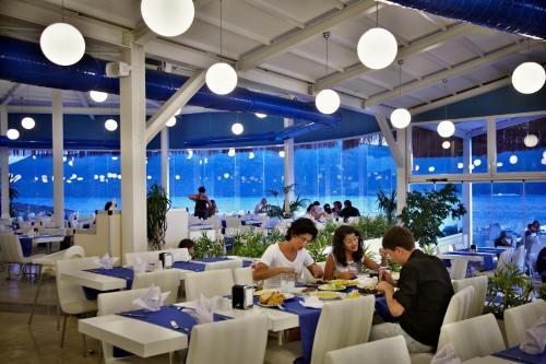 Een restaurant of ander eetgelegenheid bij Bodrum Holiday Resort & Spa
