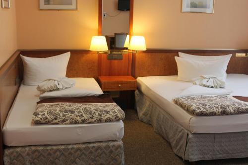 A bed or beds in a room at Hotel Potsdamer Hof Berlin am Potsdamer Platz