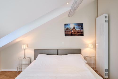 Кровать или кровати в номере Hotel Hine Adon Fribourg