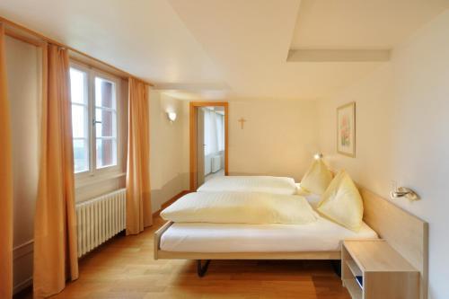 Ein Bett oder Betten in einem Zimmer der Unterkunft Gasthaus Paxmontana