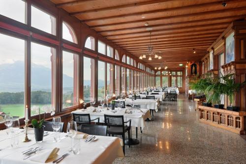 Ein Restaurant oder anderes Speiselokal in der Unterkunft Jugendstilhotel Paxmontana