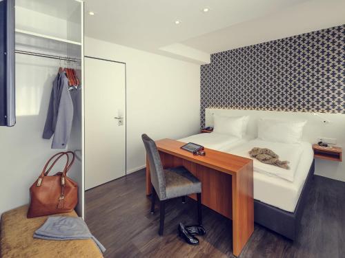 A bathroom at Mercure Hotel München Altstadt