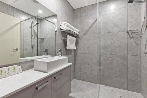 A bathroom at Argus Hotel Darwin