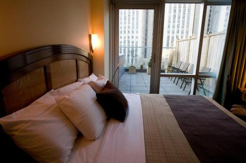 A bed or beds in a room at Hotel Mulberry