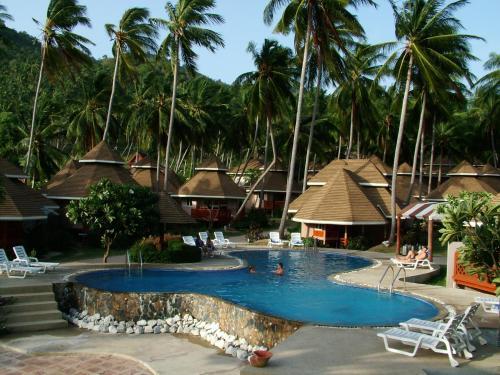 The swimming pool at or close to Koh Tao Coral Grand Resort