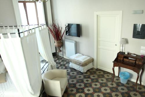 A seating area at B&B Suite Cutelli