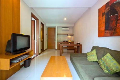 A television and/or entertainment centre at Casa Bidadari Suite & Apartment Seminyak