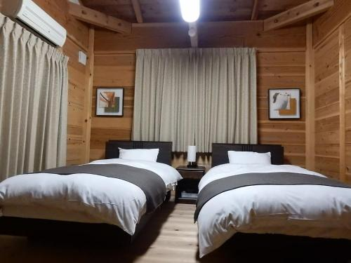 A bed or beds in a room at Yadoya Sanbou