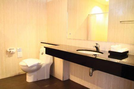 A bathroom at The White Pearl Hotel