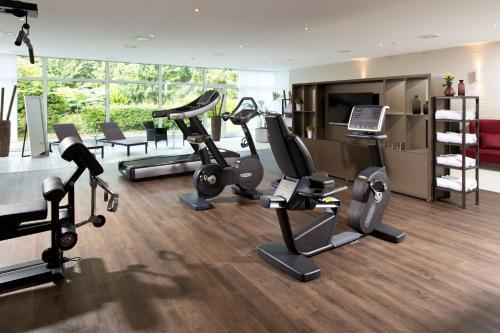The fitness center and/or fitness facilities at Leonardo Hotel Mönchengladbach