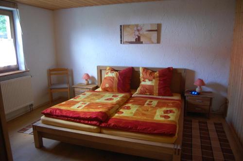 Ein Bett oder Betten in einem Zimmer der Unterkunft Ferienwohnung Kauffmann Bühler