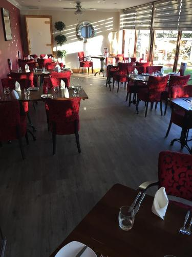 A restaurant or other place to eat at Seafield Arms Hotel