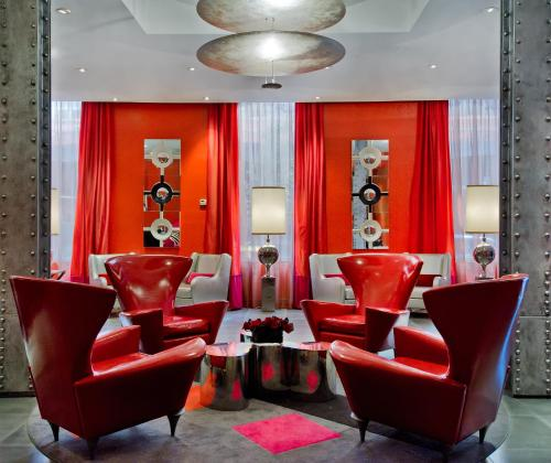 The lounge or bar area at Ameritania at Times Square