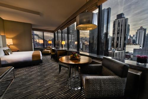 The lounge or bar area at Bentley Hotel