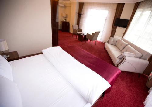 A room at Resmina Hotel