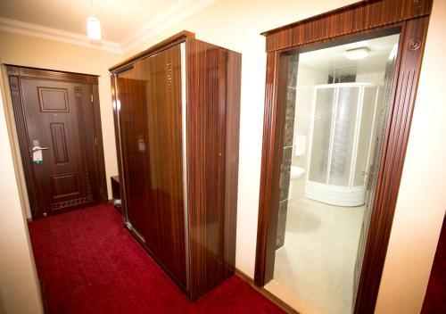A bathroom at Resmina Hotel