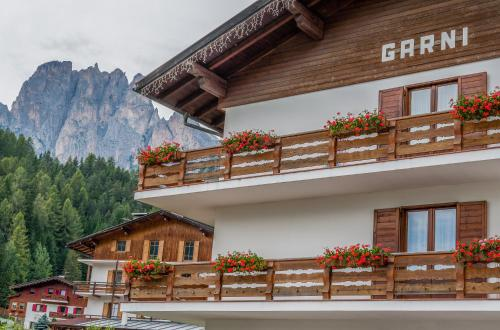 Фасад или вход в Garnì Rosengarten