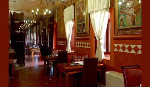 Un restaurante o sitio para comer en Hotel Boutique Palacio de la Serna