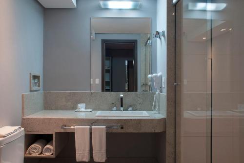 A bathroom at Master Grande Hotel - Centro Histórico