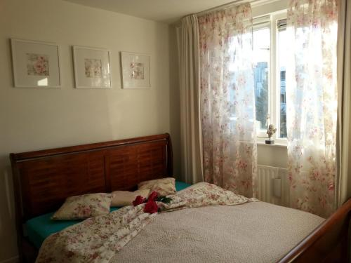 A bed or beds in a room at Blauwe gans homestay