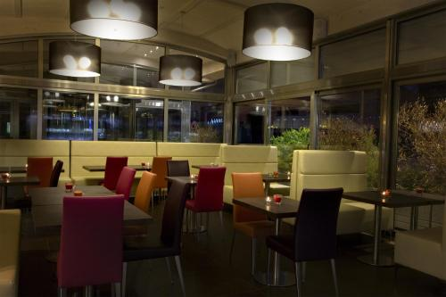 A restaurant or other place to eat at Comfort Hotel Fiumicino Airport