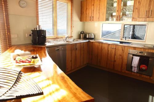 A kitchen or kitchenette at Sanki
