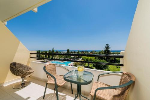 Parveke tai terassi majoituspaikassa Afandou Beach Resort Hotel
