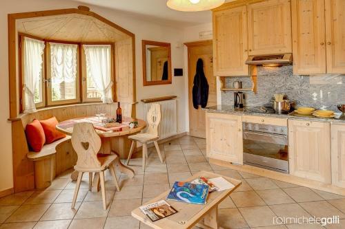 Kuchyň nebo kuchyňský kout v ubytování Art Apartments Casa Cambra