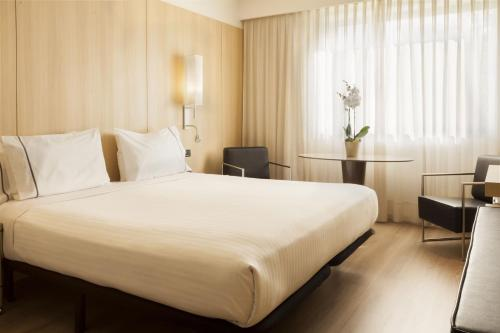 A bed or beds in a room at AC Hotel by Marriott Córdoba