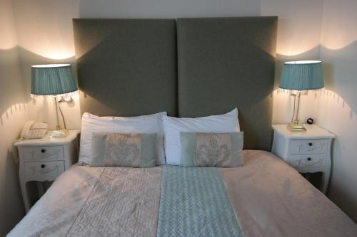 A bed or beds in a room at Acorn Guest House B&B