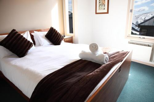 A bed or beds in a room at Timbertop
