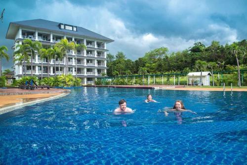 The swimming pool at or near Sea Nature Rayong Resort and Hotel