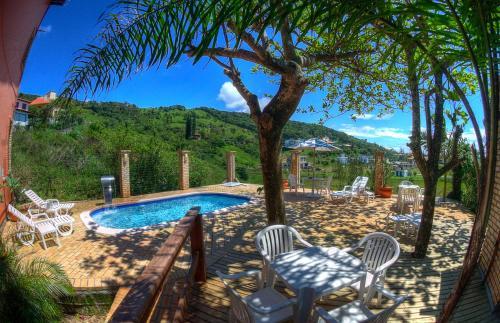 A piscina localizada em Pousada da Encosta ou nos arredores
