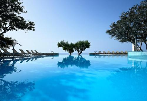 The swimming pool at or close to Kakkos Bay Hotel and Bungalows
