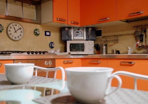 Кухня или мини-кухня в Elly House